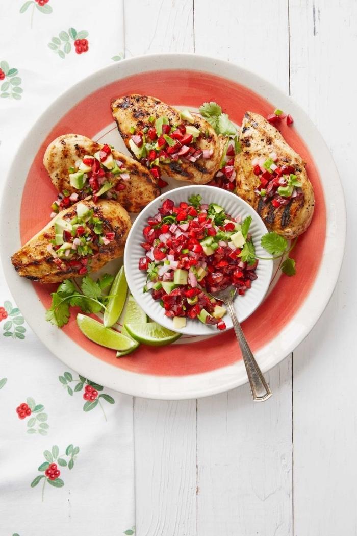 was koche ich heute, hänchenbrust mit salat aus avocado und granatapfelsamen, limetten