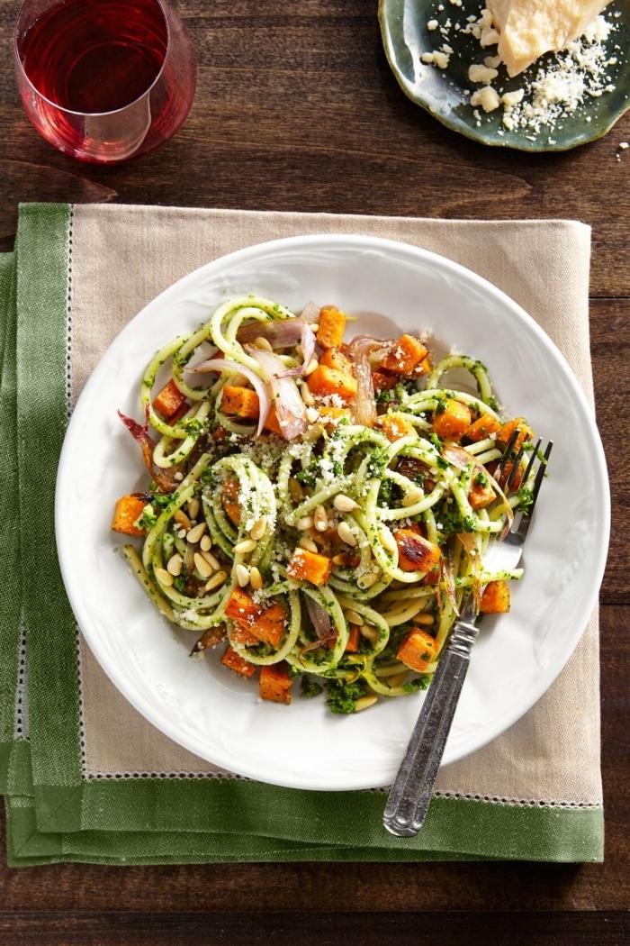 was koche ich heute, low carb pasta aus zucchini, zuddeln rezept mit ziegenkäse und gemüse