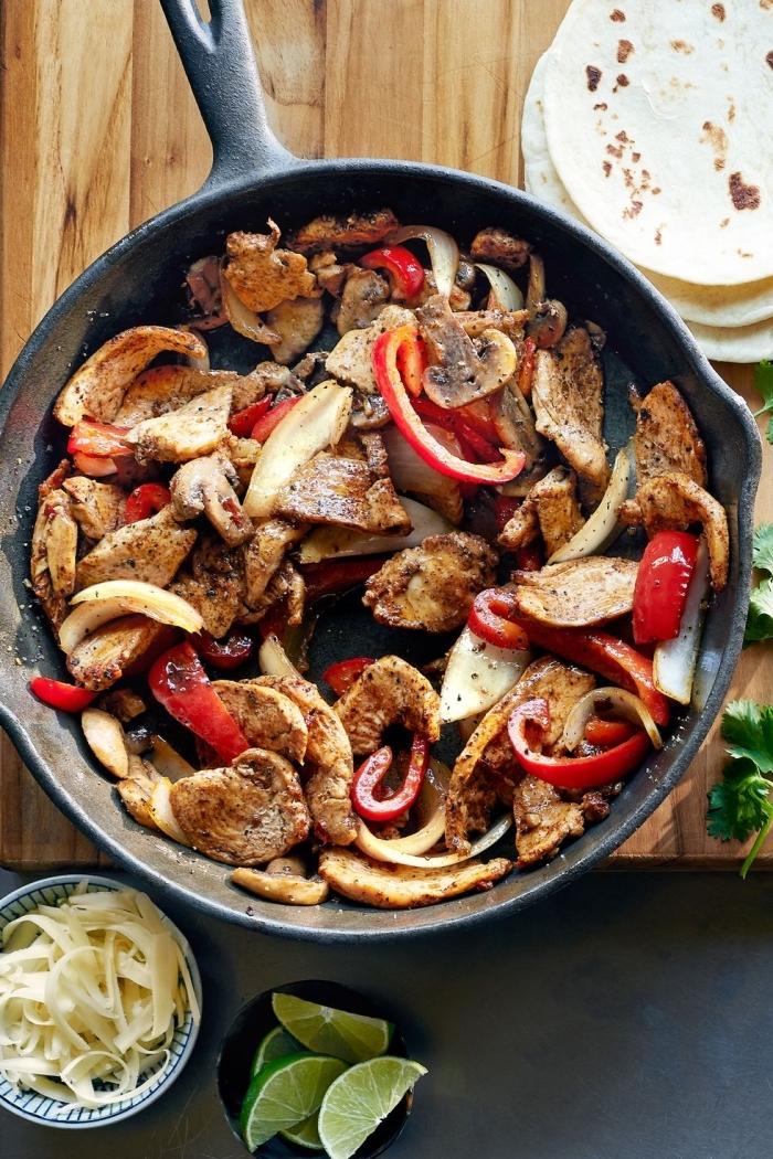 was koche ich heute schnell, fleishc mit pilzen, zwiebel und rotem paprika, low carb essen