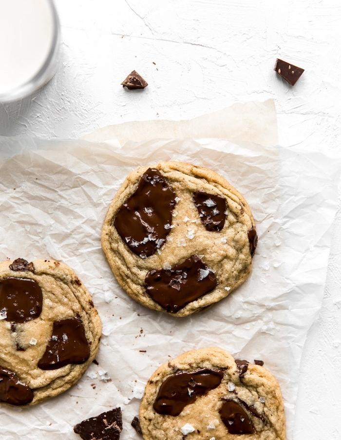 weihnachtsgebäck plätzchen backen zum weihanchten, weihanchtsdessert ideen, kekse mit kokos und schokoalde