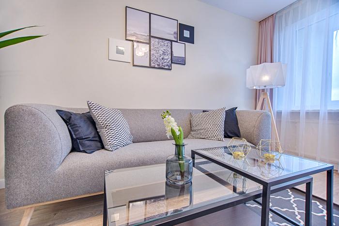 wohnzimmer gestalten, wohnzimmerdeko ideen, akzentbeleuchtung im zimmer, stehlampe
