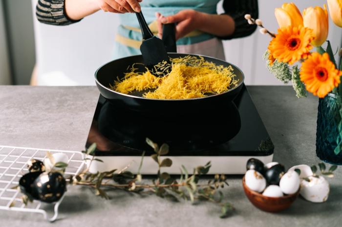 kochen mit kindern zum ostern, nester aus pasta, butter, schokoalde und kokos selber machen