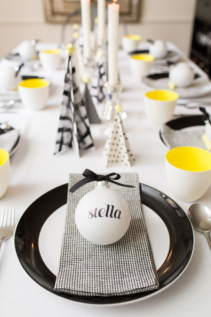 außergewöhnliche weihnachtsdeko selber machen, tisch dekorieren, tischdeko in schwarz und gelb