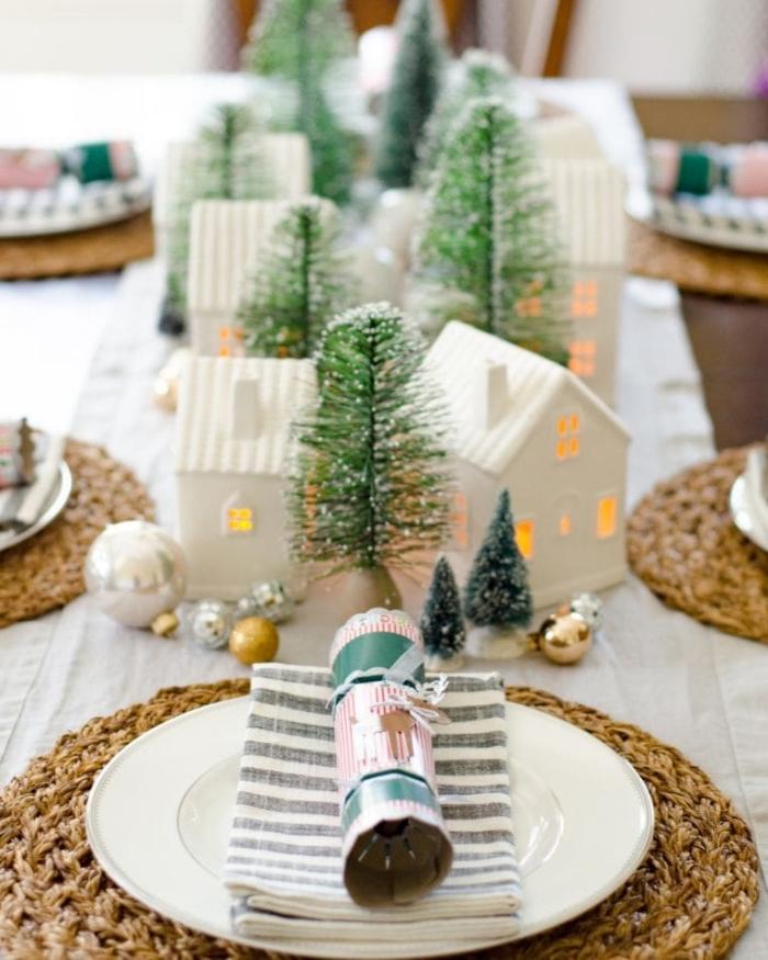 außergewöhnliche weihnanachtsdeko selber machen, weiße häuschen, kleine tannenbäume