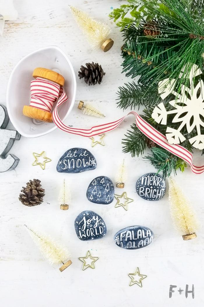ausgefallene weihnachtsdeko selber machen, tischdeko basteln, kleine steine bemalen