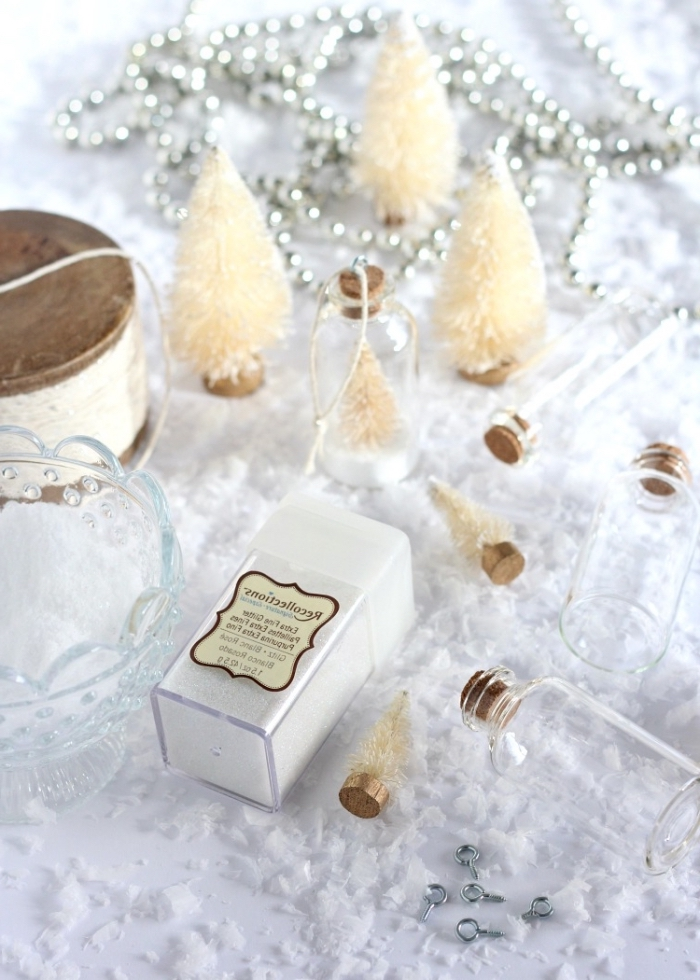 weiße tannenbäume, tischdeko in weiß, ausgefallene weihnachtsdeko selber machen