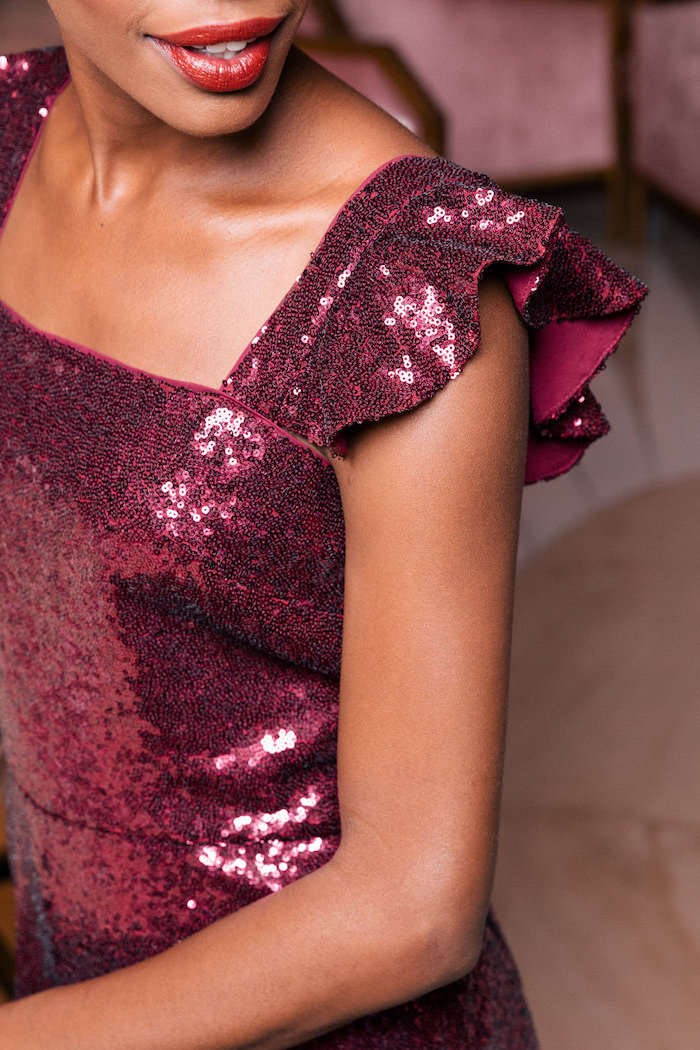 Party Kleid in Bordeaux mit Pailletten, Silvester Outfit Ideen, Glitzer Kleider