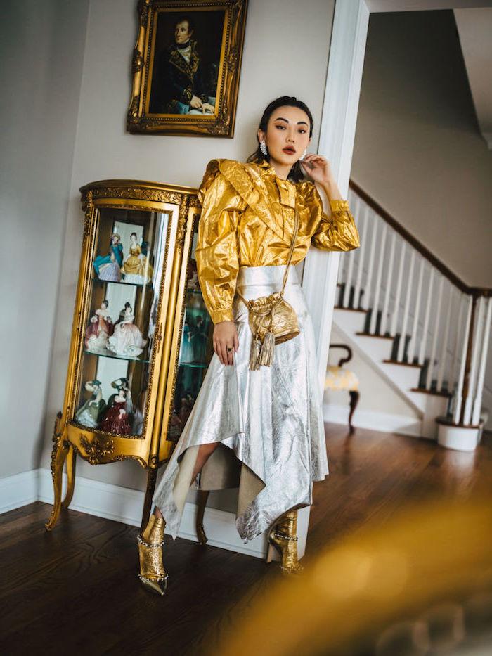 Party Outfit für Silvester, silberner langer Rock, goldenes Hemd mit langen Ärmeln