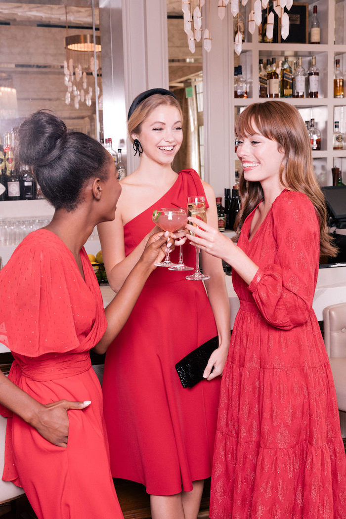 Outfit Ideen für Silvester, drei rote Kleider, drei verschiedene Silhouetten, Party Outfits