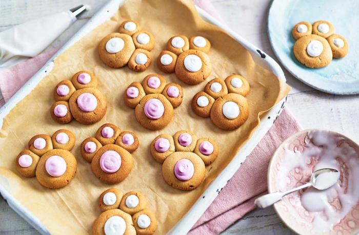 kochen mit kindern, kekse mit rosa zuckerkreme, kindergeburtstag essen ideen, kinderparty