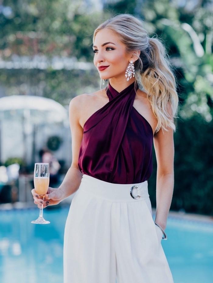 Elegantes Silvester Outfit für Damen, weiße weite Hose und Top in Bordeaux, Ohrringe mit Kristallen
