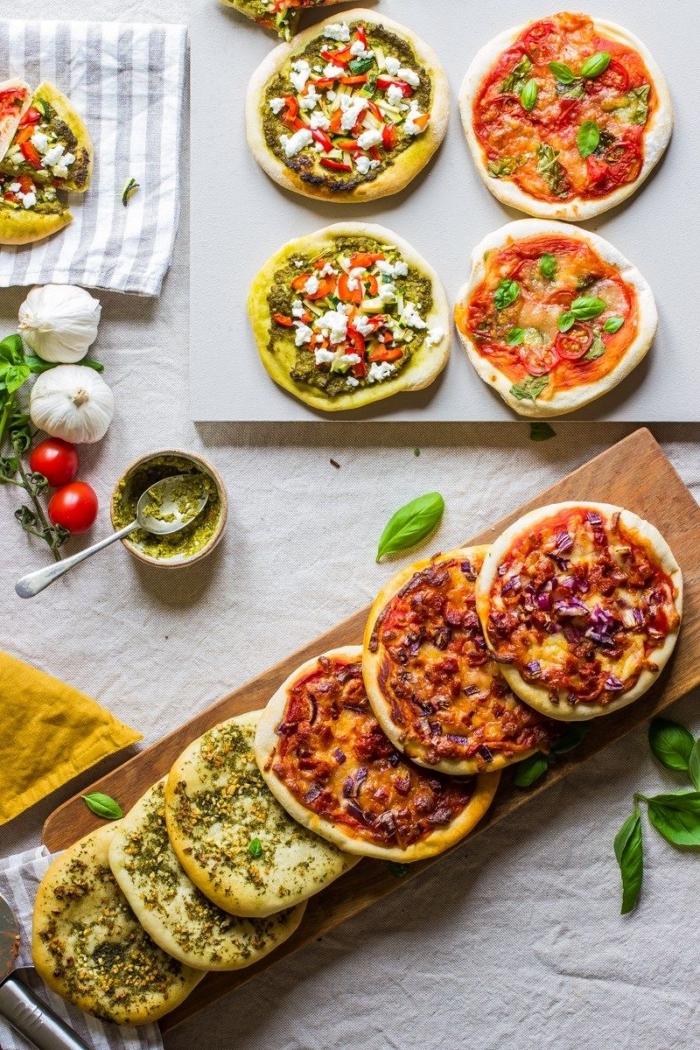 mini pizzas mit verschiedenen zutaten, schnelle gerichte für kinder, kindergeburtstag rezepte