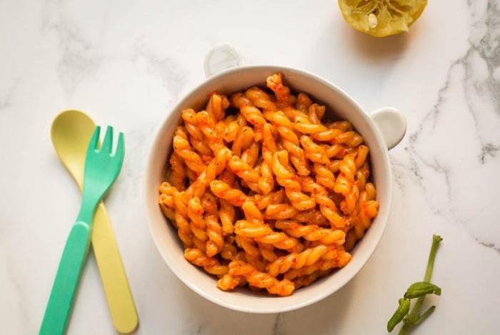 schnelle gerichte für kinder, pasta mit tomaten und kärutern, pesto für kleinkindern