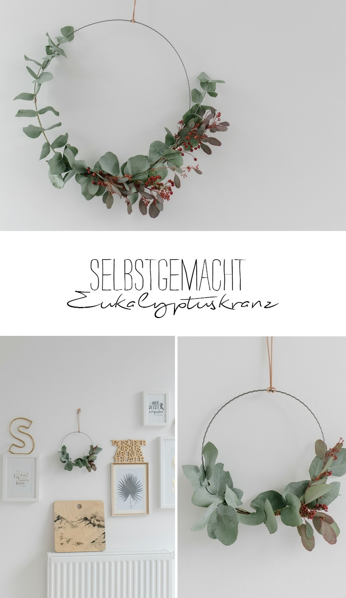 Eukalypruskranz mit Hagebutten hängend an weißer Wand, Wand mit Bildern dekoriert, Weihnachtsgeschenk für Oma