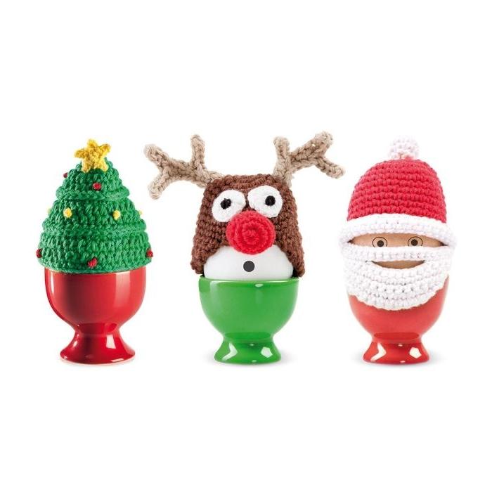 drei eier mit eierwärmern, weihnachtsgeschenke