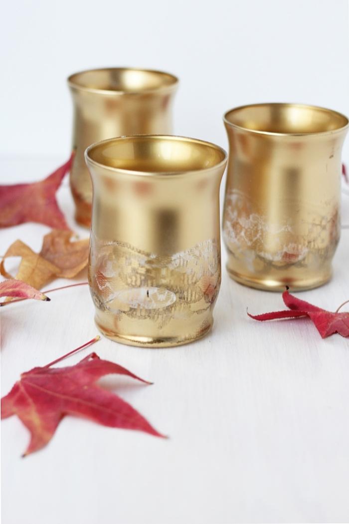 weihnachtsdeko selber machen, diy bastelanleitungen, goldene teelichthalter, tischdeko