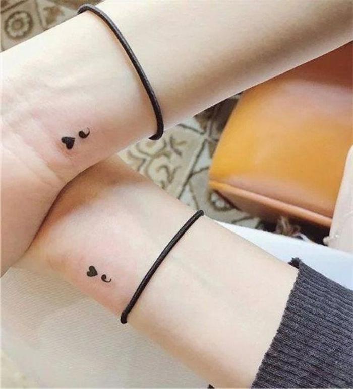 Semicolon Tattoo mit einem Herz als Zeichen der Solidarität, project semicolon, Freundschaft