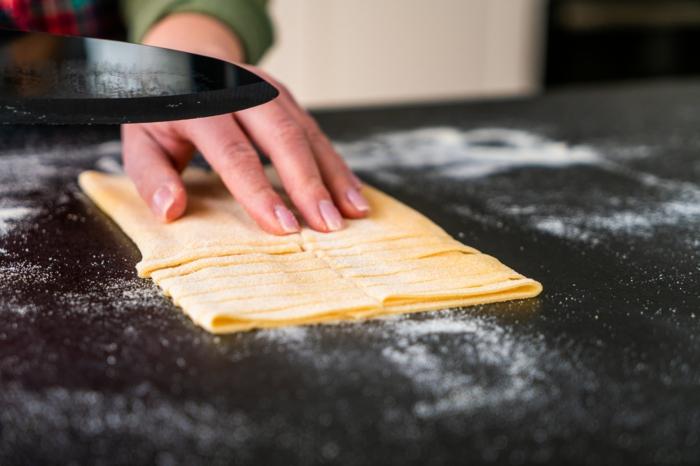mittagessen ideen, was koche ich heute mittag, pasta selbst zubereiten, pasta schneiden