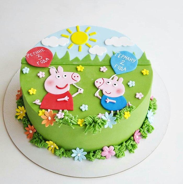 Fondant Torte für Kindergeburtstag mit Peppa Wutz und Schorsch, Sonne und Wolken aus Fondant