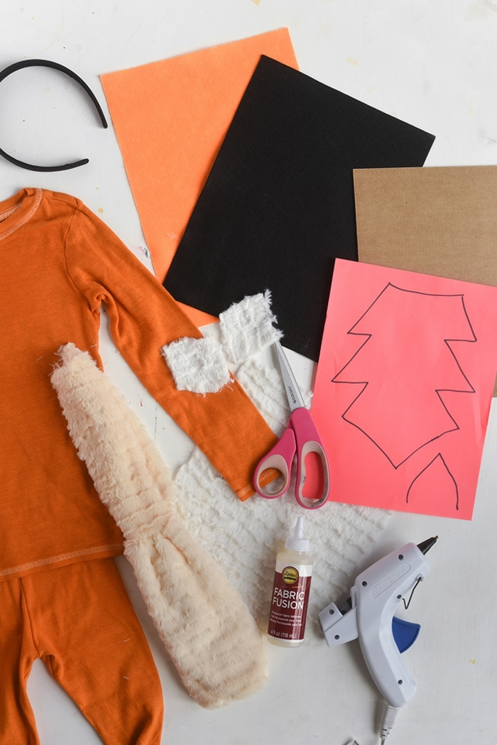 Karnevalkostüme für Kinder, T-Shirt und Leggings gefärbt in Orange, Stirnband für Ohren, Schwanz in weiß, Zubehör Schere und Klebepistole