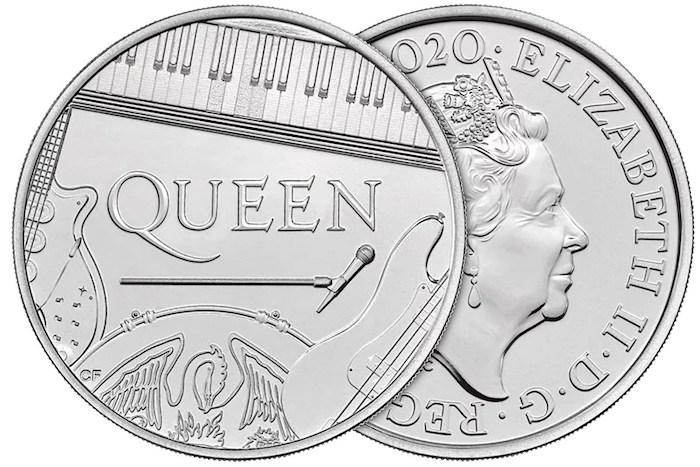 zwei münzen, die queen elizabeth ii darstellen, eine münze mit dem logo der band queen und mit gitarren und einem flügel