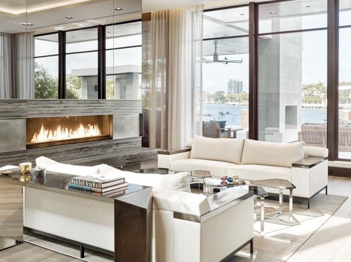 farbtrands 2020, einrichtung in weiß und cappuccino, sitzplatz wohnzimmer, kamin