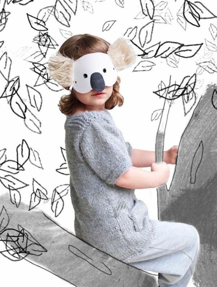 Last Minute Kinderkostüme Fasching, Maske von Koala mit flauschigen Ohren, Mädchen im grauen Kleid