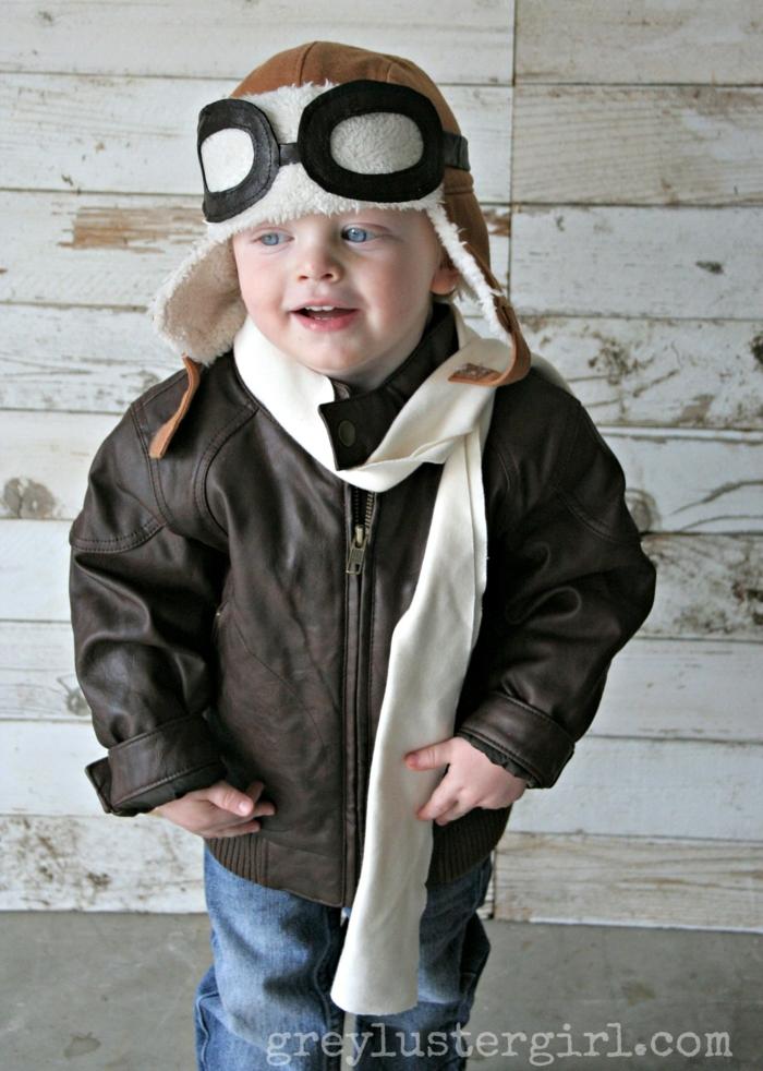 Faschingskostüme Kinder Jungen, Pilot Kostüm mit Fliegerbrille und Fliegermütze, braune Lederjacke und weißer Schal