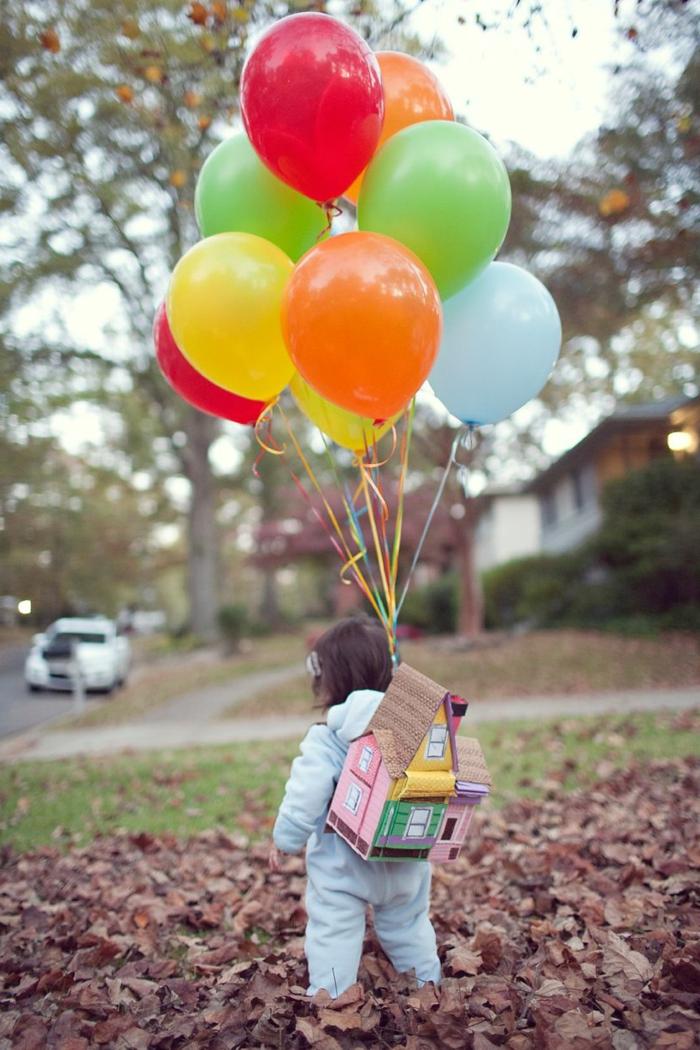 Kostüm Up-Film, kleines Haus auf dem Rücken mit vielen farbigen Luftballons, Kinder Faschingskostüme