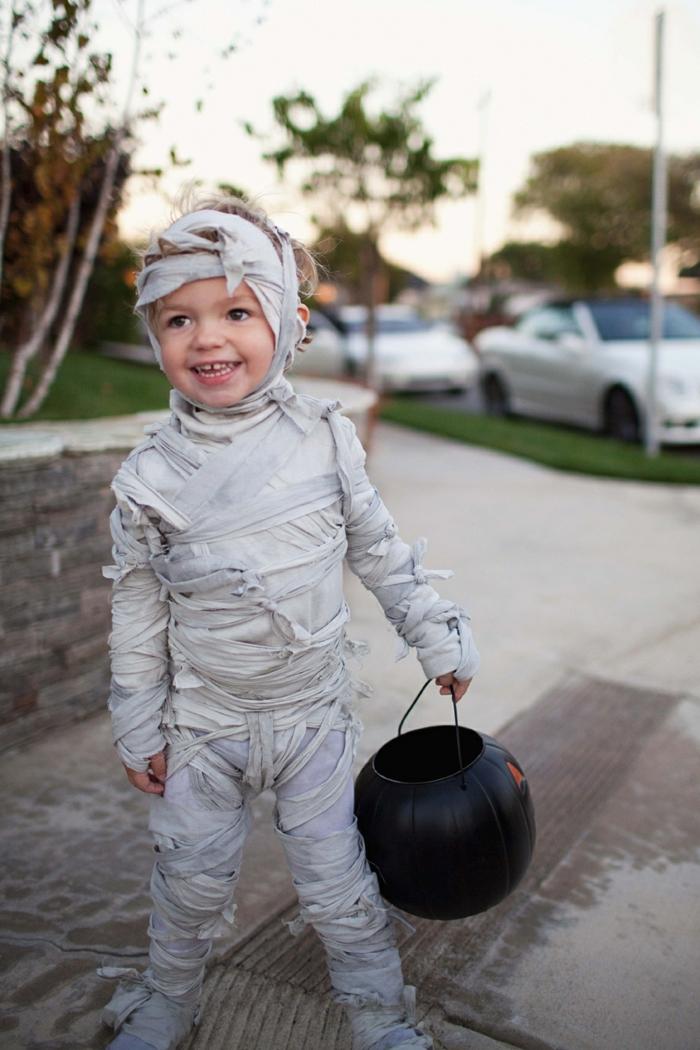 Mumie Kostüm für Karneval aus Stoff in weiß, Faschingskostüm Kinder Jungen, Kürbiskopf Eimer in schwarz