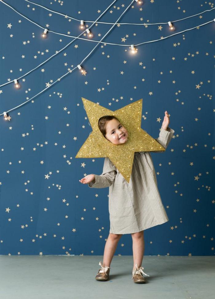 Sternkostüm in goldener Farbe mit Goldglitter, Kleid und Schuhe in beige, Karnevalskostüme für Kinder