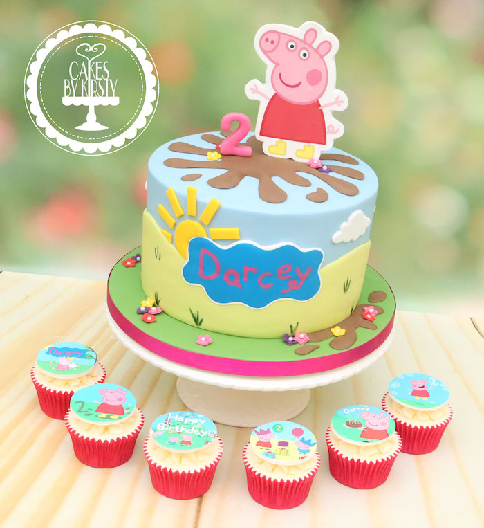 Peppa Wutz Fondant Torte und Cupcakes, Name des Geburtstagskindes in blauer Wolke