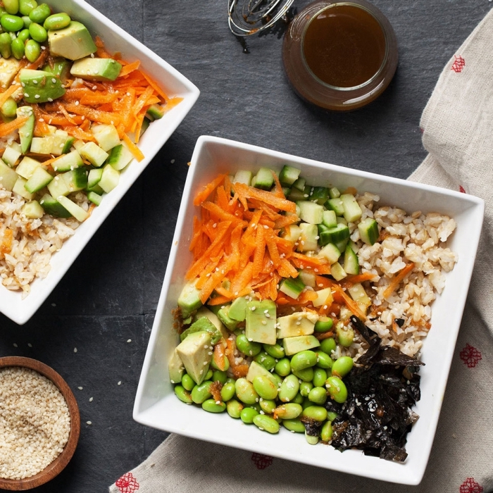 gesundes essen rezepte, reis mit grünen bohnen, karotten, selerie und gurken
