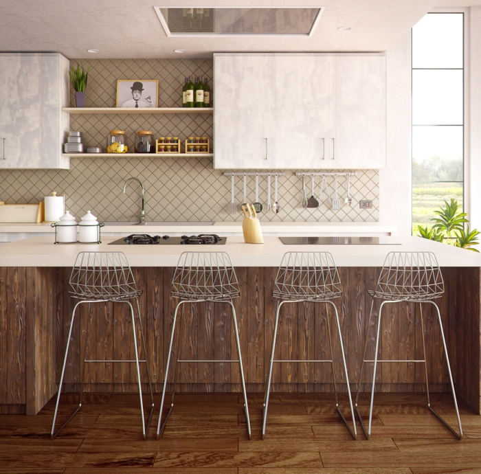 Küche in zwei Farben in Marmor und Holz, vier Barstühle, Kücheninsel mit Ofen und Kochplatte