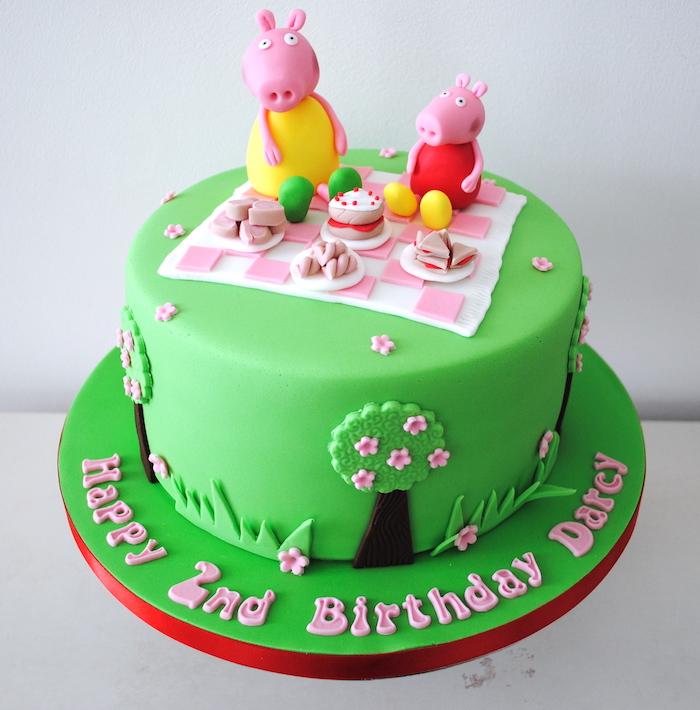 Peppa Wutz Torte für Kindergeburtstag, Peppa und Schorsch machen Pickink, grüne Fondant Torte