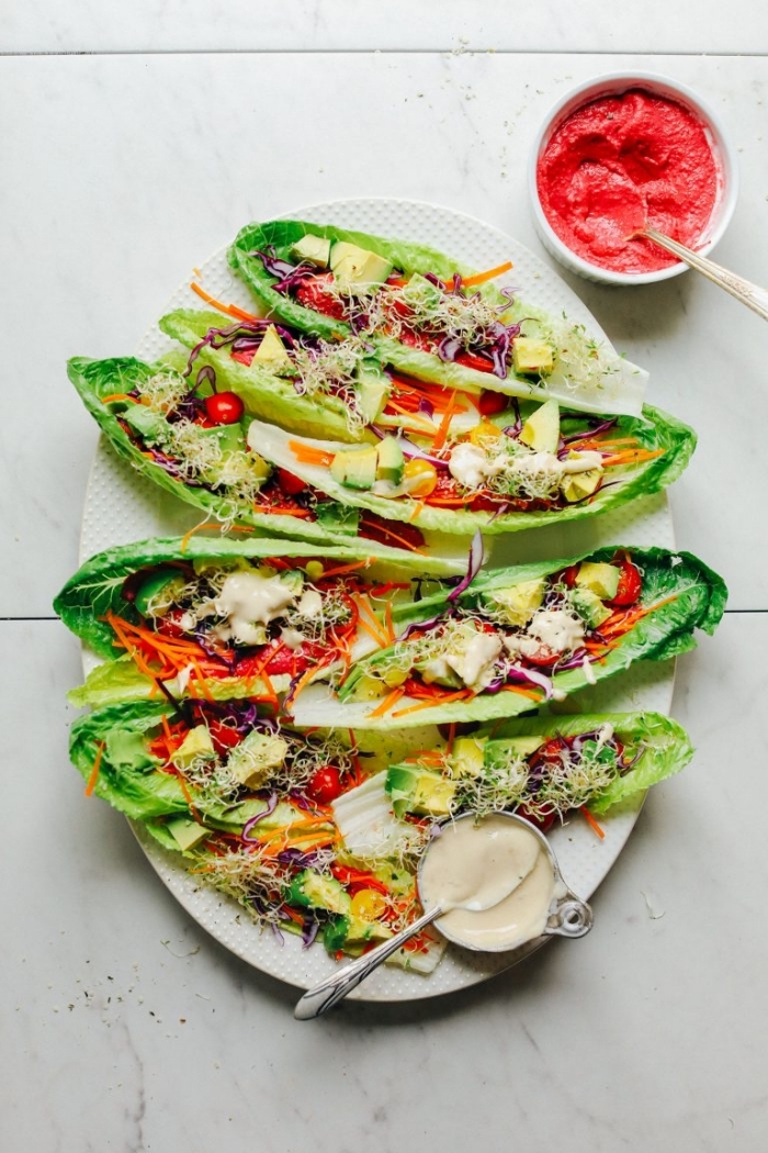 low carb wraps ideen, lange salatblötter, vegetarische füllung, soße aus radieschen