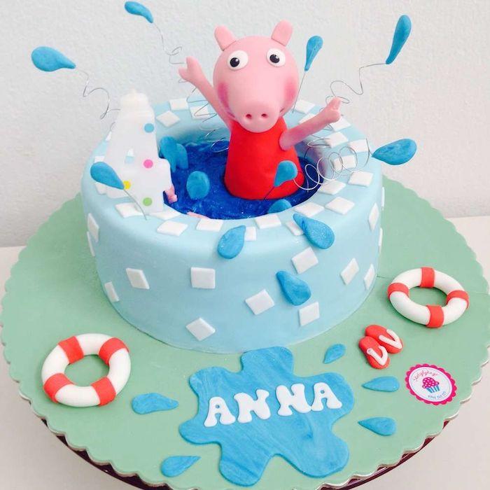 Lustige Geburtstagstorte für Sommerparty, Peppa Wutz in Pool, Wassertropfen aus Fondant