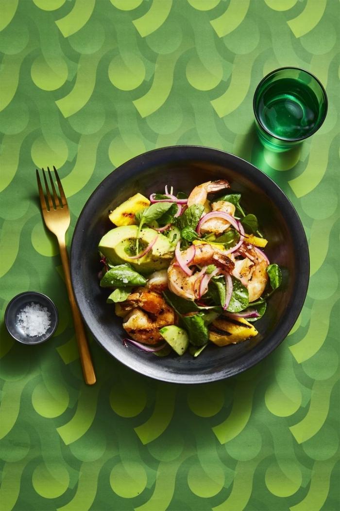 mittagessen vorschläge, garnelen mit avocado salat, gesunde rezepte zum abnehmen