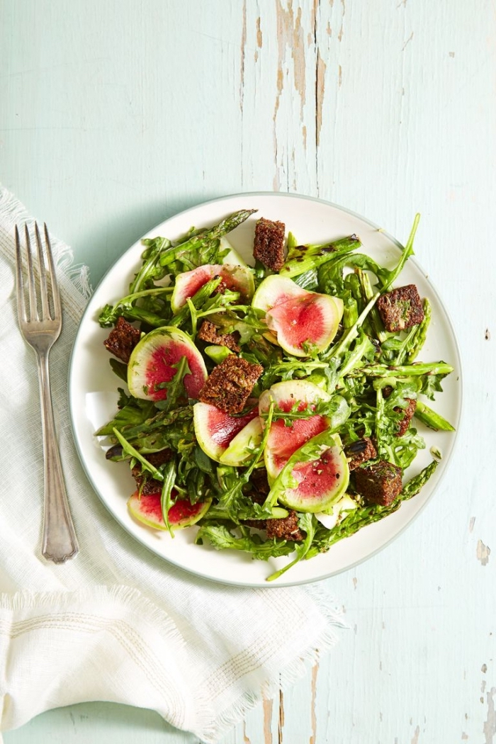 leckere schnelle rezepte zum abnehmen, mittgessen vorschläge, low carb essen, panzanella