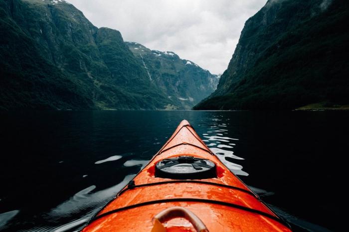 norwegen besuchen, kajak fahren, die besten kreuzfahrten zu den norwegischen fjorden