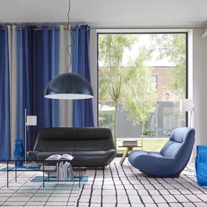 pantone farbe 2019, einrichtung in weiß und blau, desginer möbel, schwarzes lederfosa