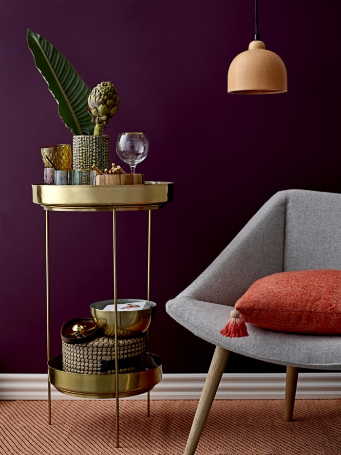 pantone farbe 2019, goldener tisch, wohnzimmerdeko ideen, wohnung dekorieren, goldener tisch