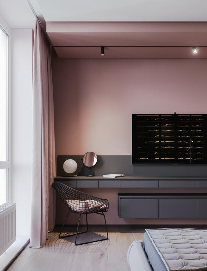 moderne Inneneinrichtung mit Möbel in grau, Schlafzimmer altrosa, moderner Stuhl in schwarz, Gardinen in rosa