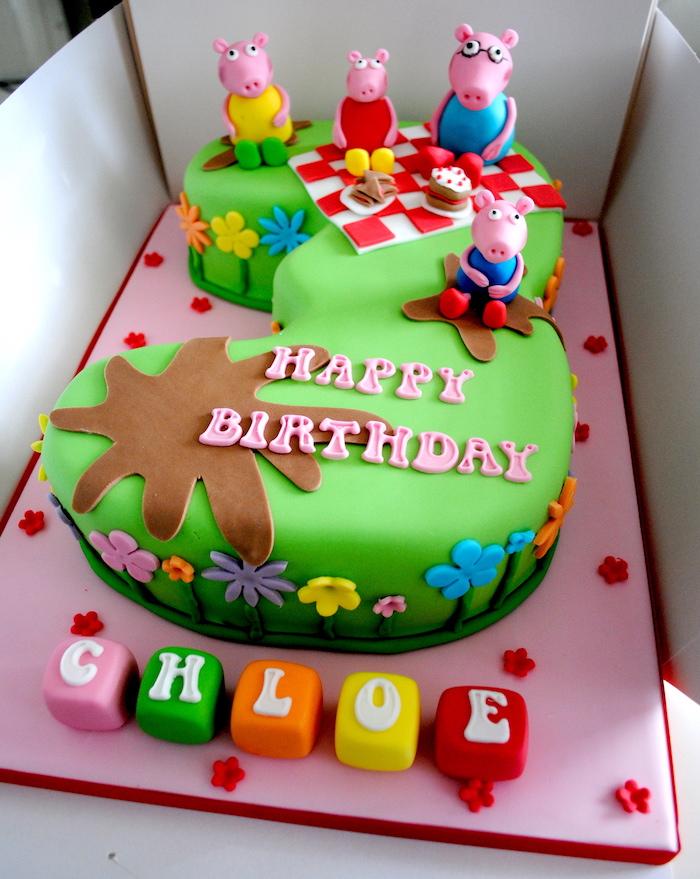 Peppa Wutz Kuchen in Form von Ziffer Drei, Wutz Familie macht Picknick, Name des Geburtstagskindes auf bunten Würfeln