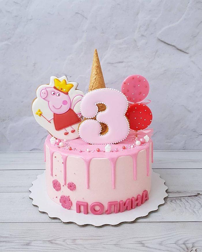 Rosafarbene Peppa Wutz Torte für Mädchen Geburtstag, Tortendeko aus Blumen und Zuckerperlen