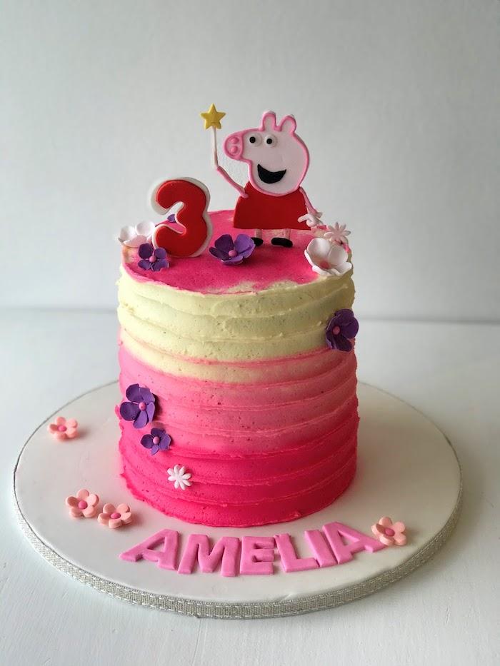 Peppa Wutz Torte mit Ombre Creme, kleine Blumen und Ziffer Drei, Geburtstagstorte für Mädchen