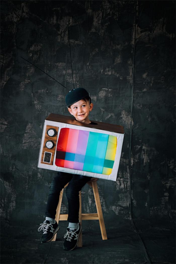 Faschingskostüme Kinder Jungen, Retro Fernseher Kostüm, bunte Streifen am Bildschirm, Hut mit Antennen,