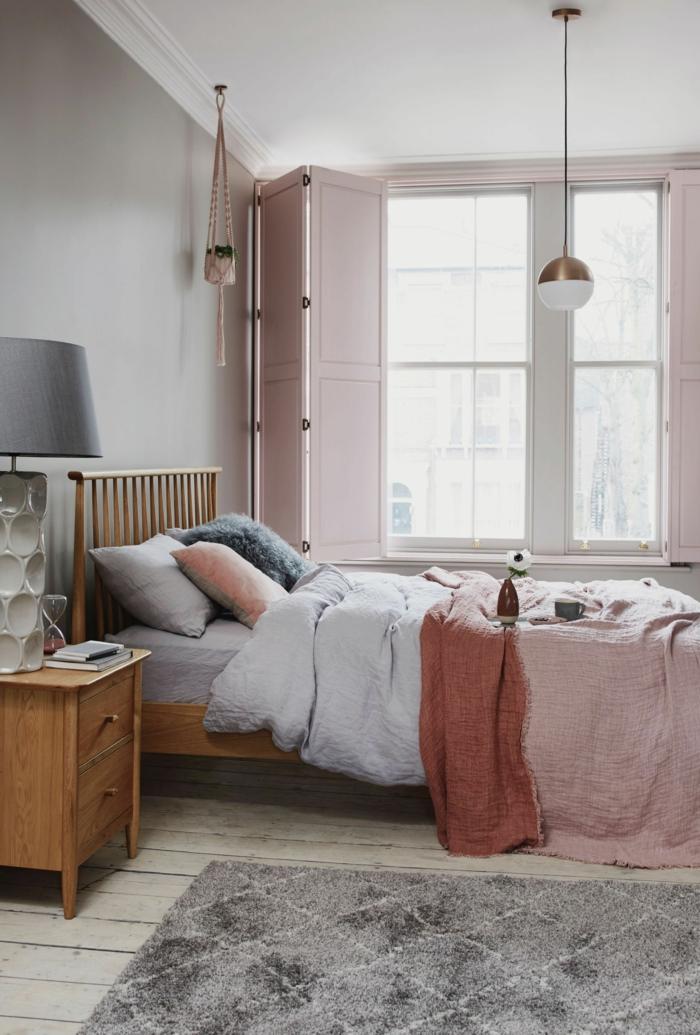 Schlafzimmer Einrichtung in Wandfarbe altrosa, Farbe für Wand, graue und rosa Töne, Bett mit Holzrahmen,