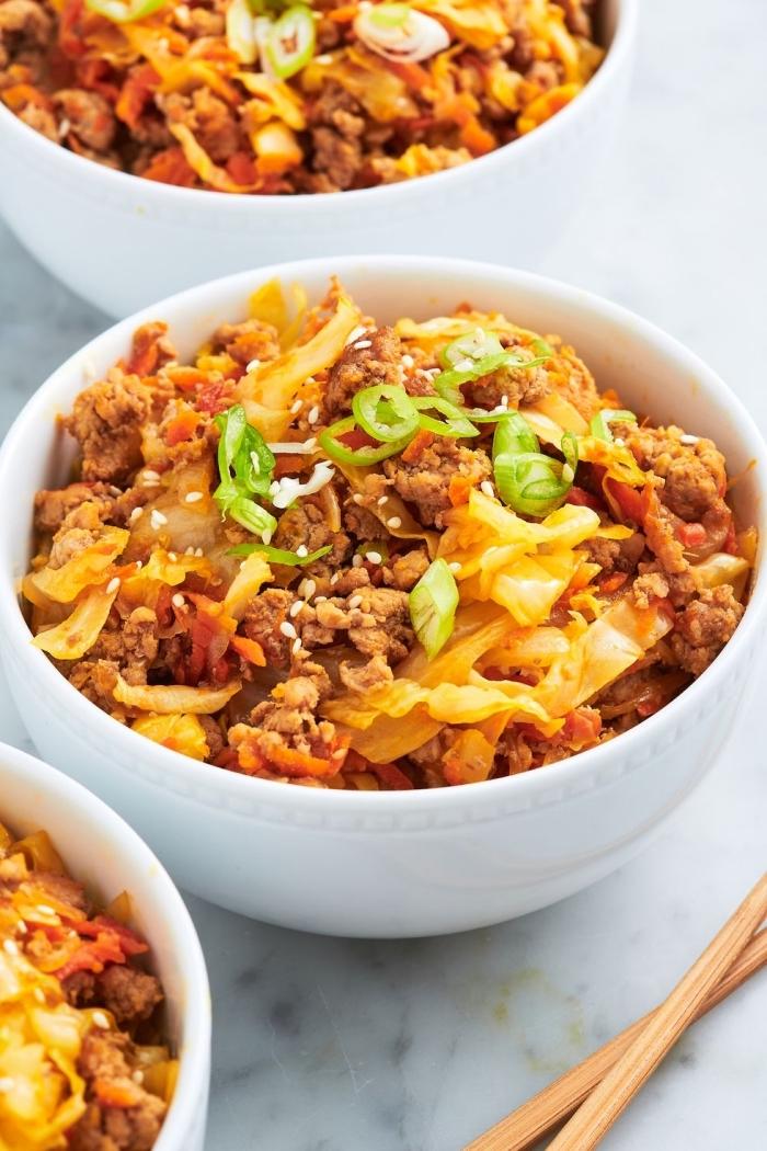 schnelle gerichte mit fleisch, gesund essen, mittagessen mit hackfleisch und käse