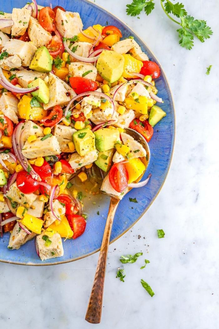 schnelle rezepte mittagessen, hänchenbrust mit rotem paprika und avocado, kocheideen